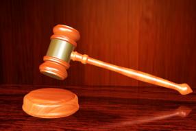 Benevolentnost soudů vůči podvodníkům