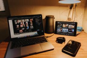Videokonference ušetřily ministerstvům stovky milionů